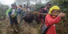 Warga Bantu Proses Evakuasi Korban Aviastar
