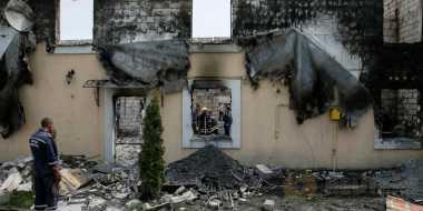Bangunan Tua di Ukraina terbakar