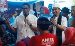 Ustadz Solmed Temani Sandiaga Uno Kampanye di Cipinang Jaya