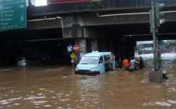Drainase Buruk dan Tingginya Intensitas Hujan, Kawasan Kalimalang Terendam Banjir Setinggi 80 Cm