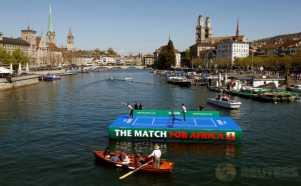 Ketika 2 Petenis Dunia Bertanding di Lapangan Tenis Apung