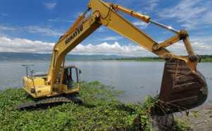 Perbaiki Fungsi, Alat Berat Dikerahkan Angkat Enceng Gondok di Danau Limboto