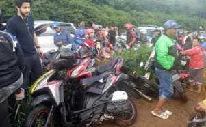 Lokasi Kecelakaan Maut di Puncak Jadi Tontonan Warga