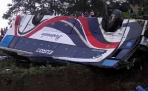 Evakuasi Bus Pariwisata Kecelakaan Maut di Puncak