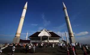 Salat Idul Fitri Pertama di Masjid Raya KH Hasyim Asyari