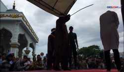 Pasangan Gay Dihukum Cambuk di Aceh