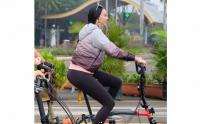Gaya Aura Kasih dengan Sepeda Mewah Limited Edition