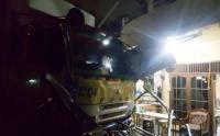 Truk Tronton Tabrak Rumah di Kebon Jeruk