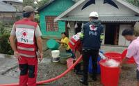 Pendistribusian Air Bersih untuk Warga Korban Banjir Bandang Bolaang Mongondow