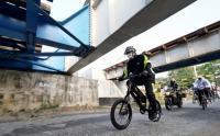 Sambil Bersepeda, Wali Kota Madiun Tinjau Kondisi Kampung Tangguh Covid-19