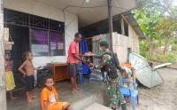 Prajurit Kostrad Merah Gelar Pengobatan Gratis di Pulau Anus Papua