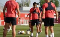 Latihan Sevilla Jelang Laga Kontra Wolves