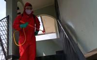 Damkar Semprot Jalan Jagakarsa Raya dengan Disinfektan