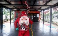Penyemprotan Disinfektan di RPTRA Pesona Pondok Kopi