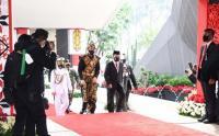 Presiden Jokowi Tiba di Gedung DPR Pakai Baju Adat Suku Sabu NTT