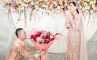 Momen Pertunangan Sally Adelia dengan Bayu Murti