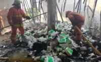 12 Mobil Damkar Padamkan Kebakaran Toko Plastik di Cengkareng