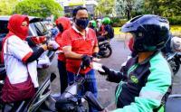 Peringati HUT PMI IDDS Bagikan Masker dan Sosialisai Protokol Kesehatan di Kawasan Tugu Tani