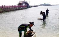 Aksi Pemuda Bersihkan Sampah di Lokasi Wisata Pulau Tidung