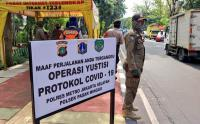 Tinjau Kegiatan Operasi Yustisi PSBB di Pasar Minggu