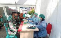 HUT ke-75 TNI, Prajurit Kostrad Gelar Donor Darah di Jember