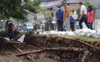 Tim Penanggulangan Bencana Pemkot Jakbar Tinjau Titik-Titik Rawan Genangan