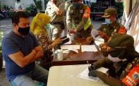 Petugas Gabungan Gelar Operasi Yustisi Protokol Kesehatan di Jalan KS Tubun