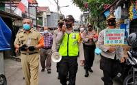Petugas Gabungan Keliling Kampung Sosialisasi Protokol Kesehatan Covid-19