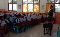 Prajurit Kostrad Ajarkan Siswa SD di Maluku Utara