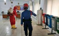 Kantor Sekretariat RW Disemprot Disinfektan