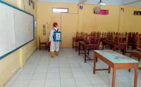 Relawan PMI Semprot Disinfektan di Kelurahan Bumirejo, Kebumen