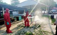 Beri Kenyamanan Pengunjung, Area Wisata Pantai Pulau Pari Disemprot Disinfektan