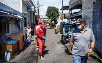 Penyemprotan Disinfektan di Pemukiman Warga Kelurahan Koja