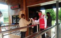 Relawan PMI Sosialisasi Protokol Kesehatan di Kompleks Candi Arjuna Dieng