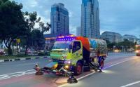 Intip Ketangguhan Mobil Penyapu Jalan Bersihkan Sampah Ibu Kota