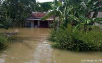 Pengungsi Banjir Cilacap Bertambah, 2 Warga Terjangkit Covid-19 Dievakuasi ke Rumah Sakit