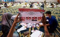 Begini Proses Pelipatan Surat Suara Pilwakot Makassar 2020