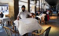 Mulai Dibuka Kembali, Pengunjung Penuhi Cafe di Spanyol
