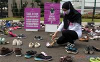 Aktivis Desak Pengesahan RUU PKS, Ratusan Sepatu Digelar di Gedung DPR