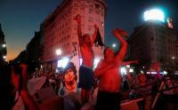 Diego Maradona Meninggal, Sejumlah Penggemar Melakukan Aksi Isyarat