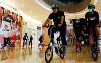 Sensasi Mengelilingi Mal Pakai Sepeda