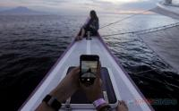 Keseruan Sunrise Hangouts dari atas Bali Aneecha Sailing Catamaran