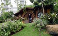 Keren, Ada Taman Hobbit di Kawasan Apartemen