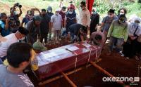 Suasana Pemakaman Pramugari NAM Air Isti Yudha Prastika