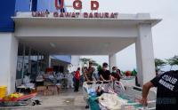 Antisipasi Gempa Susulan, Perawat dan Petugas Evakuasi Pasien RSUD Sulbar