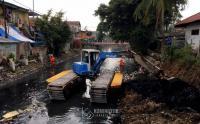 Cegah Banjir, Pengerukan Kali Sentiong Dikebut
