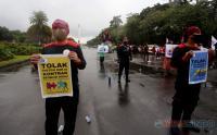 Aksi Buruh Turun ke Jalan Tolak UU Omnibus Law