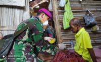 Prajurit TNI Sambangi Korban Gempa Mamuju Berikan Pengobatan Gratis