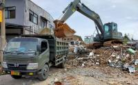 Alat Berat TNI Diterjunkan untuk Bersihkan Puing Sisa Gempa di Sulbar