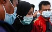Tangis Pecah Keluarga Korban SJ 182 saat Tabur Bunga di Kepulauan Seribu